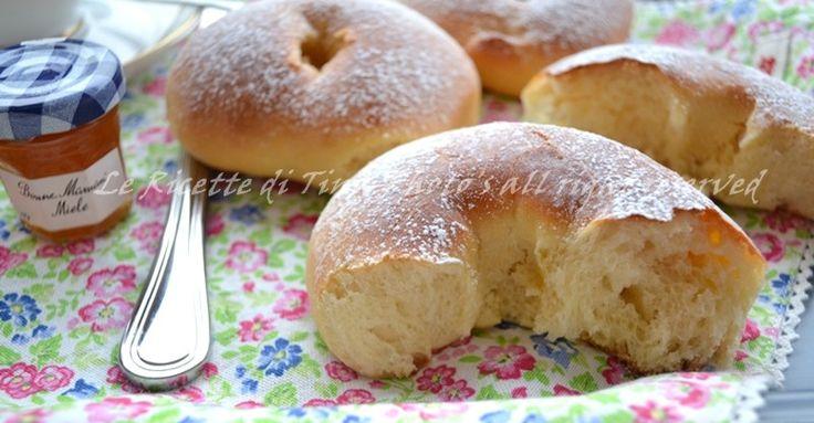 Ciambelle dolci di pan brioche per colazione