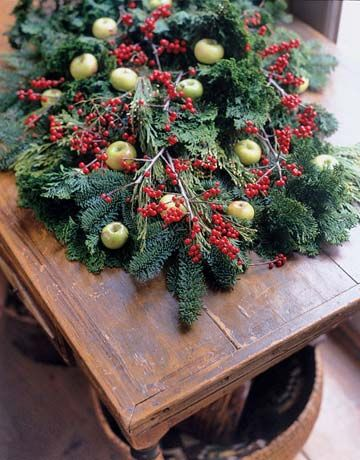 Christmas centerpiece - this is my favorite kind of Christmas decor - very Colonial, using natural elements.