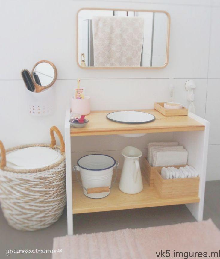 Zone Cosimas Dans La Salle De Bain Avec 18 Mois Partie 1 Notre Waschtis Montessori Avec Images Mobilier De Salon Salle De Bain Montessori