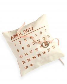 DIY Calendar Ring Pillow. Cute idea for a save the date?