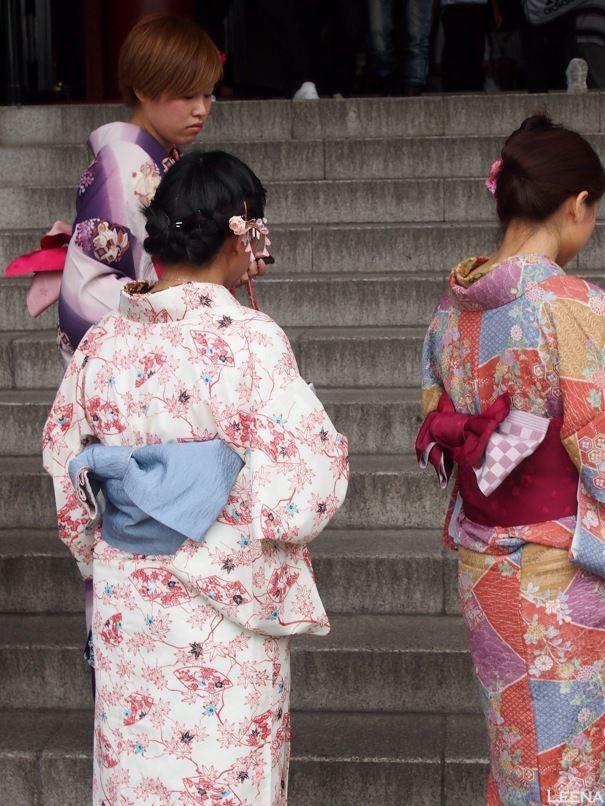 Japan, Tokyo, Asakusa: girls in kimonos