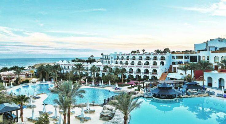 #VIP Отель Savoy Sharm El Sheikh расположен прямо на пляже в центре площади Сохо, в 8 км от аэропорта Шарм-эль-Шейх.  К услугам гостей отеля Savoy Sharm El Sheikh  номера со спутниковым телевидением, 5 бассейнов, принадлежности для водных видов спорта: дайвинг и сноркелинг; теннисные корты и корты для игры в сквош.  В каждом номере: балкон или терраса, ванна/душ, мини-бар, сейф, кондиционер, чайник, телефон (платно).  Работают 6 ресторанов, где подают блюда: средиземноморской, итальянской.