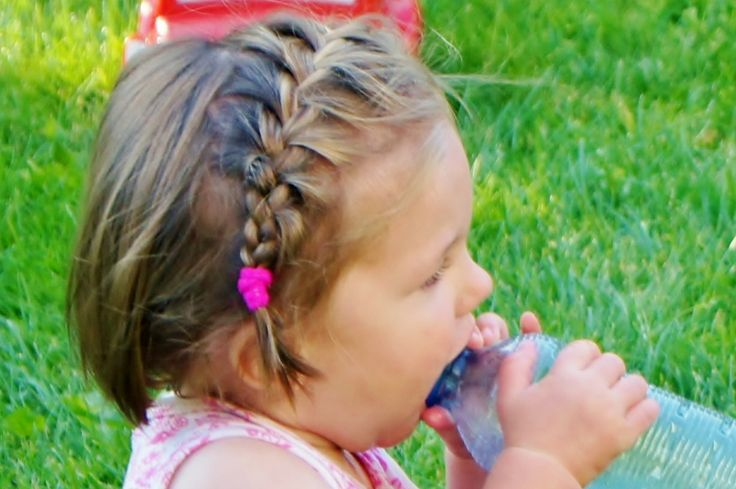 Voorbeelden voor snelle kapsels voor baby's / dreumes van 1 / 2 jaar. Met onder andere staartjes, vlechtjes en meer.