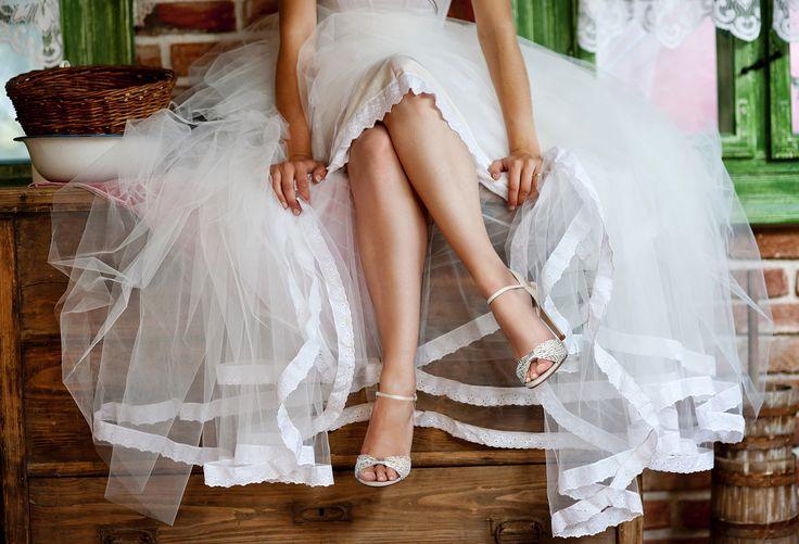#Magrit JANNETE  #Sandalia de tiras de piel blanca y plata trenzadas a mano en España. 100% MADE with SPANISH pasión ------------------------ JANNETE Strappy #sandal of white and silver leather, hand-braided in Spain. 100% MADE with SPANISH passion. http://www.magrit.es/es-ES/jannette-blanco-397