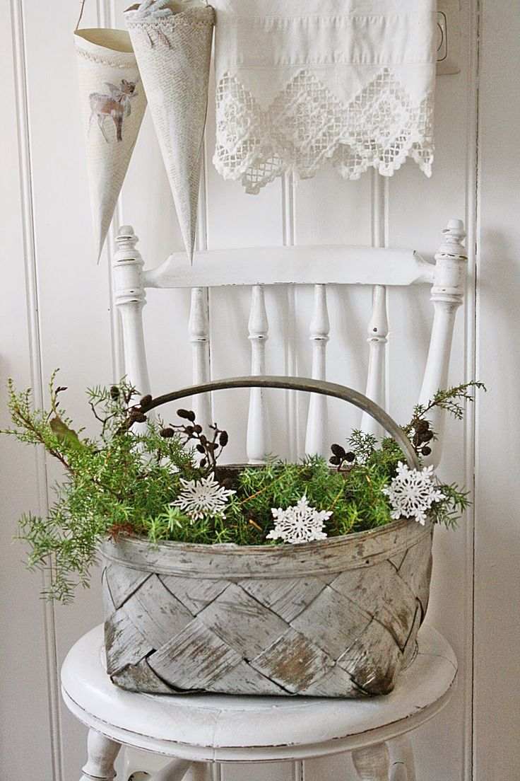 Basket of greenery for Christmas | VIBEKE DESIGN: Andre og siste runde : Valg av julebilder