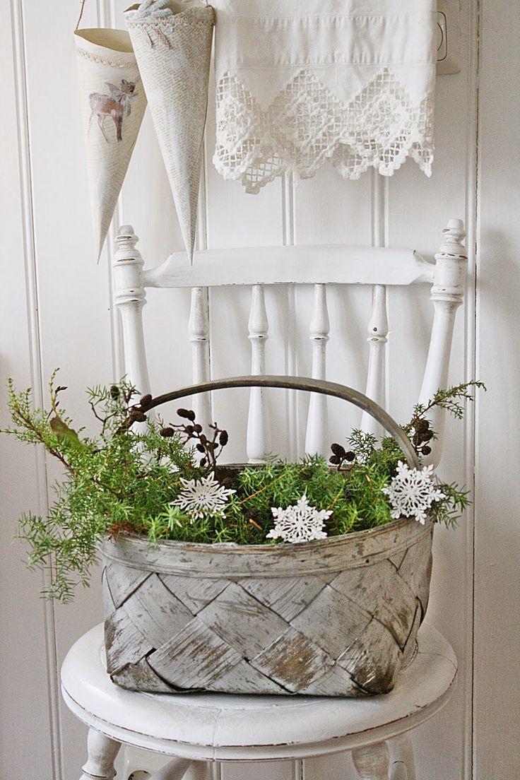 Basket of greenery for Christmas   VIBEKE DESIGN: Andre og siste runde : Valg av julebilder