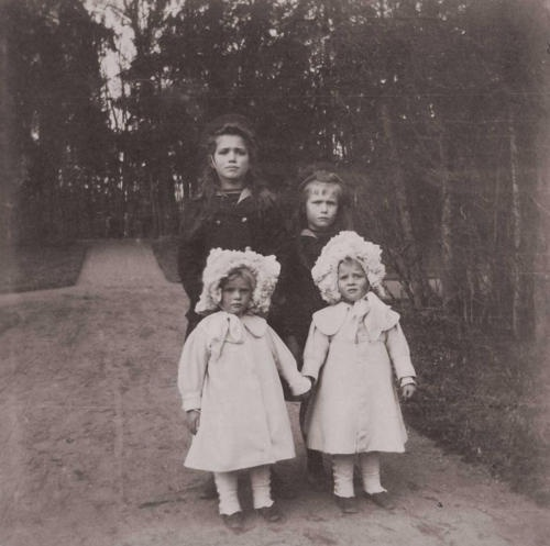 Grand Duchess Maria Nikolaevna and Anastasia Nikolaevna with their Greek cousins, Princesses Nina and Xenia