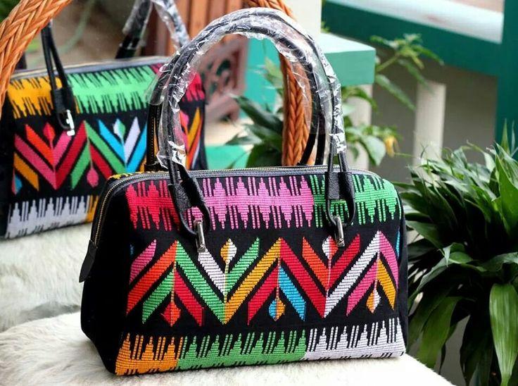 Tas tenun mix kulit, minat hub. Ke Facebook: shop lombok, Instagram: tenun_dan_mutiara_sasak, watsap:  087865461834, pin BB: 7DAC95EC