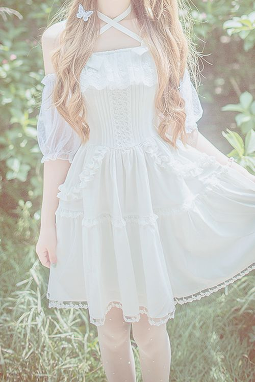 Too much skin for real Lolita, but so pretty :)