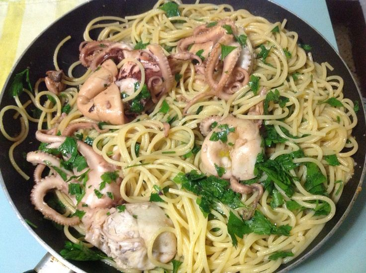 #spaghetti con #moscardini Un piatto unico gustoso e sano #food #ricetta #cucinaitaliana #pesce #pasta http://www.mynotestyle.com/2014/09/spaghetti-con-i-moscardini-in-bianco.html
