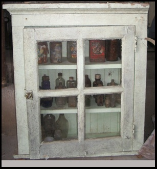 Nice Old Wood, Peeling Paint, Glass Door With Old Glass Bottles...yap Idea