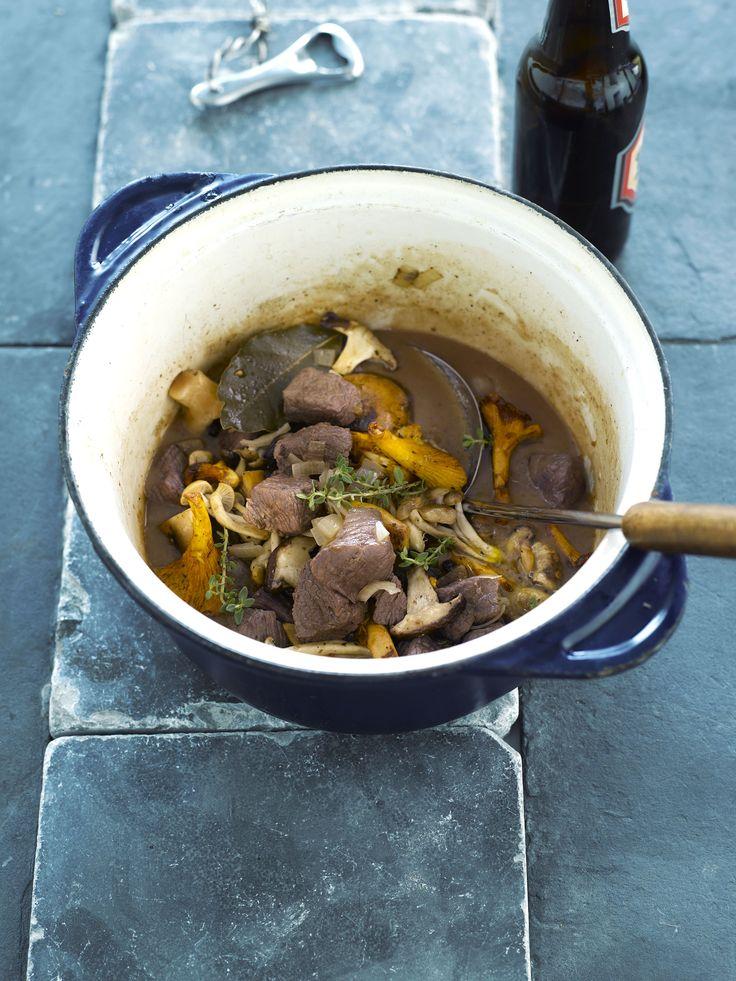 Everzwijnragout met bospaddenstoelen  http://njam.tv/recepten/everzwijnragout-met-bospaddenstoelen