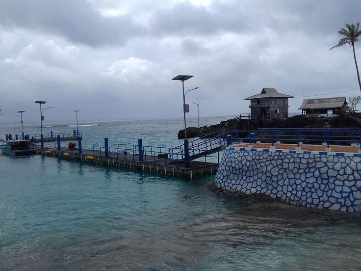 Berkas:Dermaga Apung Pulau Senoa Natuna.jpg