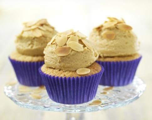 Amandel cupcakes met mokka botercrème recept | Dr.Oetker