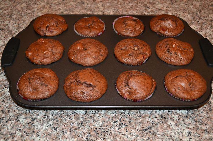 Muffins cu cirese, briose cu cirese, prajituri cu cirese, muffins cu ciocolata amaruie, briose cu ciocolata amaruie