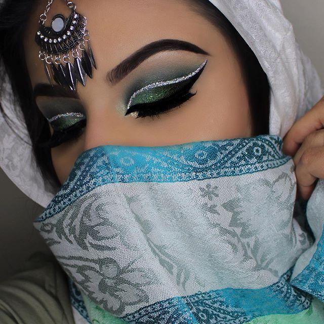 🍃🍃 Inspired by @byjeannine ▫️Brows: @anastasiabeverlyhills @norvina Dipbrow Pomade in Ebony• @benefitcosmetics @benefitcanada #gimmebrow Gel• ▫️Eyes: @morphebrushes 35B palette• @eyekandycosmetics glitter on crease• @certifeye glitter on lid• @nyxcosmetics_canada @nyxcosmetics Liquid matte eyeliner• @hudabeauty @shophudabeauty @alyakattan @monakattan lashes in Carmen•  @katvondbeauty Alchemist Holographic Palette for inner corner• ▫️Face: @tartecosmetics foundation• ▫️Tools & Brushes•…