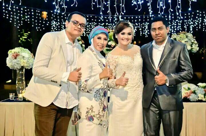 #wedding #weddingparty #outdoor #white #dress