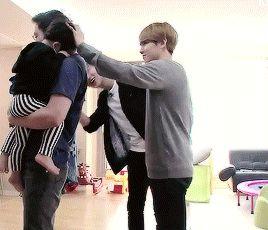 Look how cute Chanyeol and Baekhyun were at return of the superman. <3 Omo!