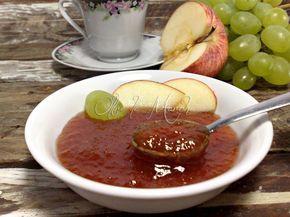 Con pochi ingredienti possiamo preparare una dolcissima marmellata di uva bianca e mela, ottima da utilizzare per colazione o nelle brioche sfogliate!
