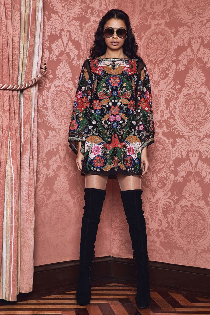 See the complete Alice + Olivia Fall 2017 Ready-to-Wear collection.
