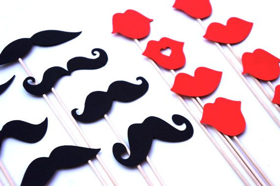 Moustaches et lèvres rouges sur un bâton  Set de par TheManicMoose, $20.00
