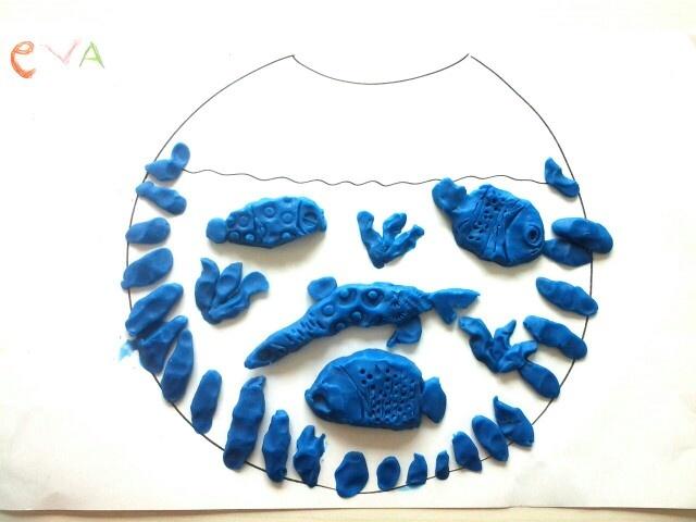 Vissen, waterplanten in een kom  ( klei/fimo) vissen bewerken met allerlei stempelmateriaal