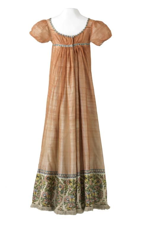 Dress, 1800-1810 From the Musée des Tissus et des Arts Décoratifs de Lyon