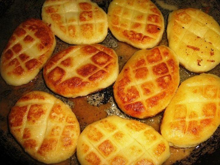 Картофельные биточки - разлетаются вмиг  Предлагаю вашему вниманию достойный рецепт для сытного ужина. К картофельным биточкам можно подать грибной соус с шампиньонами.