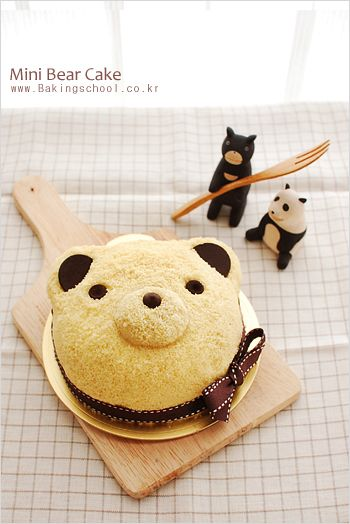 미니베어케이크 bear cake!  In case you made mistake with your baked vanilla cake, or just need to jazz it up...  Here is  sponge cake base,  syrup,  sweet potato cream + rhum another sponge cream  crump cake ( use food processor) coat decorate with chocolate coin and choc chip