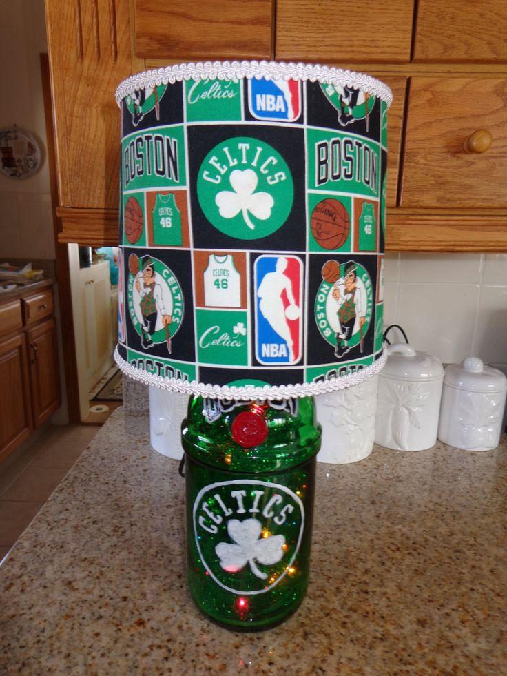 Recycled Liquor Bottle Lamp (Hand-Painted Boston Celtics Logo & Shade) de COLDSTREAMCREATIONS en Etsy https://www.etsy.com/es/listing/182280852/recycled-liquor-bottle-lamp-hand-painted