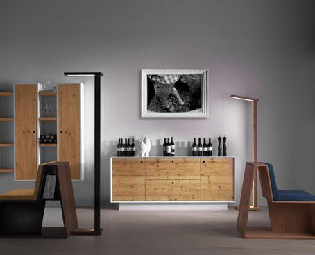 Belloni arreda lo spazio dedicato al tasting wine. Il calore del legno e il profumo del vino, connubio perfetto.