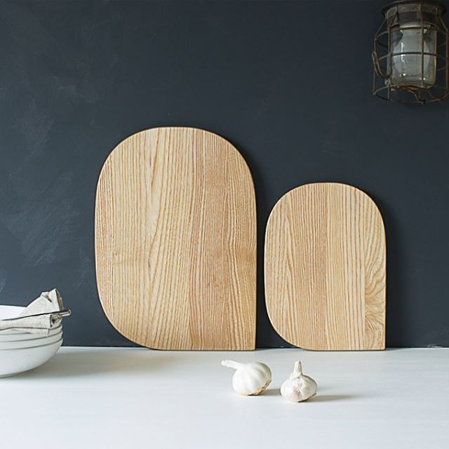 Here they are - The new Freywood cutting boards DUO, big and small. Focusing on simplicity, clean, soft lines throughout the design process, aiming to create a contemporary minimalistic look and feel. Handcrafted from beautiful Norwegian ash. Available in webshop, www.freywood.no next week.   ______________________________  #skjærebrett #skjærefjøl #cuttingboard #minimalistic #scandinavian #norwegianmade #håndverk #kortreist #bærekraftigdesin #ask #newnordicdesign #kitchendetails #norwegian