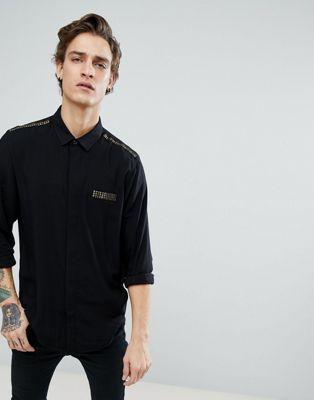 Camisa de corte estándar con bolsillo con tachuelas de ASOS