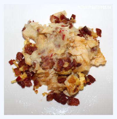 Vi bruker parmesan mm til gratinering på toppen :-) Gratinert, hvit bacalao med chorizo og chili (Borte fantastisk...hjemme best!)