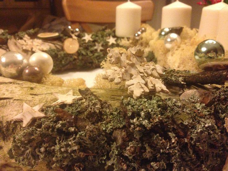 wykonanie: kora brzozowa, mech, brzozowe gwiazdki, bombki chrobotek reniferowy