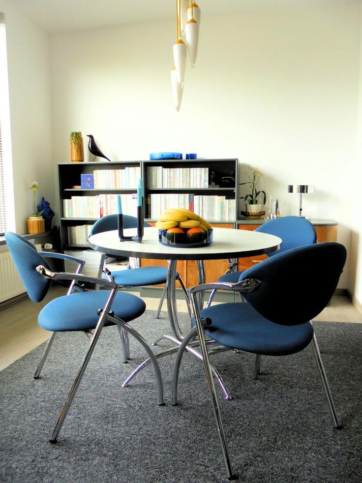 25+ beste idee u00ebn over Glazen tafels op Pinterest   Glazen tafel, Grote bank en Sectionele banken