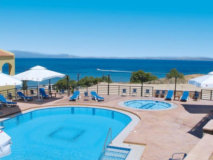 Sea View heeft een prachtige ligging op een heuvel net buiten het centrum en heeft daardoor prachtig uitzicht over de zee en het dorp Karfas.     Het complex beschikt over een zwembad met apart kindergedeelte. Er is een zonneterras met ligbedden, matrasjes en parasols, zodat u heerlijk van de zon kunt genieten.     Geniet in het restaurant van het panoramisch uitzicht tijdens het diner. Er zijn 2 bars waar u van de heerlijke drankjes en verfrissingen kunt genieten. Officiële categorie A