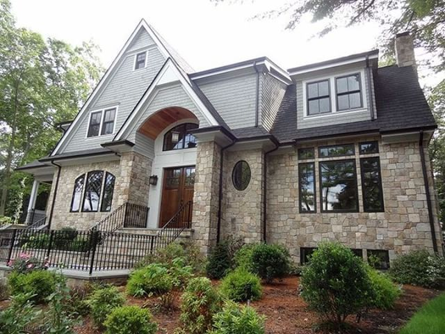 Colonial Tan Square Rectangular Natural Stone Home Siding And Cladding Http Stoneyard Com Gallery Sto Brick Veneer Siding House Siding House Siding Options