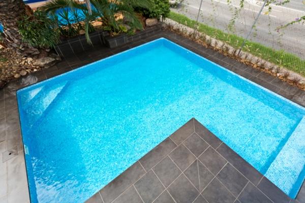 L shape pool at the Albatross Pools Dandenong Swimming ...