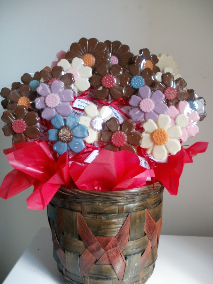 Flores de chocolate multicolores que regaló Betty a sus amigas en El Palomar.