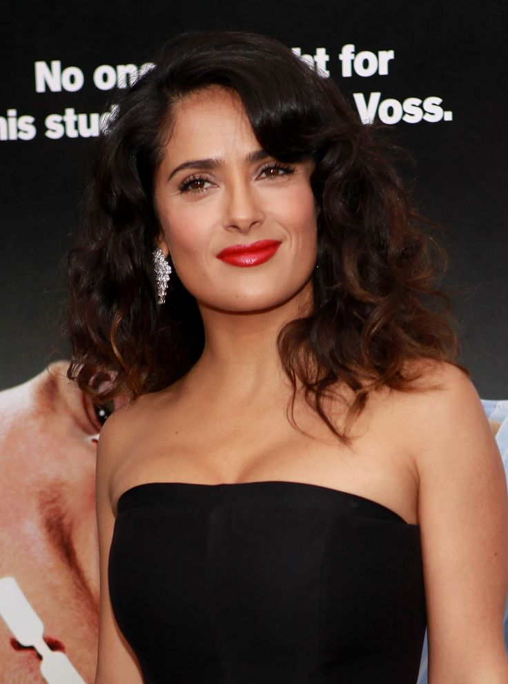 "Actress Salma Hayek shined last night at the New York Premiere of ""Here Comes The Boom"" wearing a Harry Winston Diamond Crossover Fashion Ring and Diamond Chandelier Earrings."