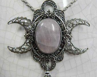 Triple Goddess della luna e quarzo rosa collana di KRUELINTENTIONS