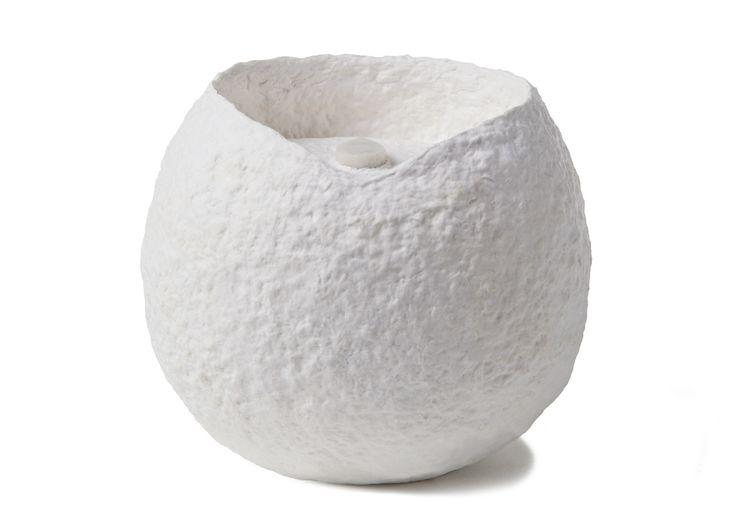 Magnifique urne pour chat biodégradable. Quel bel hommage pour votre compagnon. Livraison rapide et gratuite. Commandez en ligne ou au 514-318-7122.