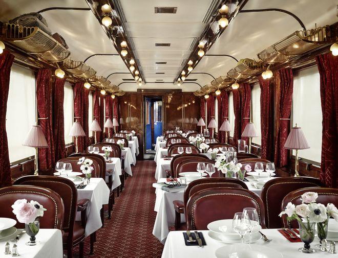 Et pourquoi pas un voyage en Orient-Express ? Ici, la voiture-restaurant « Riviera » affiche un design emprunté aux restaurants les plus chics.