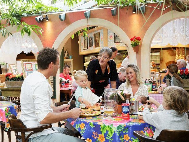 Nonna's Family Pizza e Pasta Hier kunt u Nonna en haar familie leren kennen onder het genot van lekker eten.