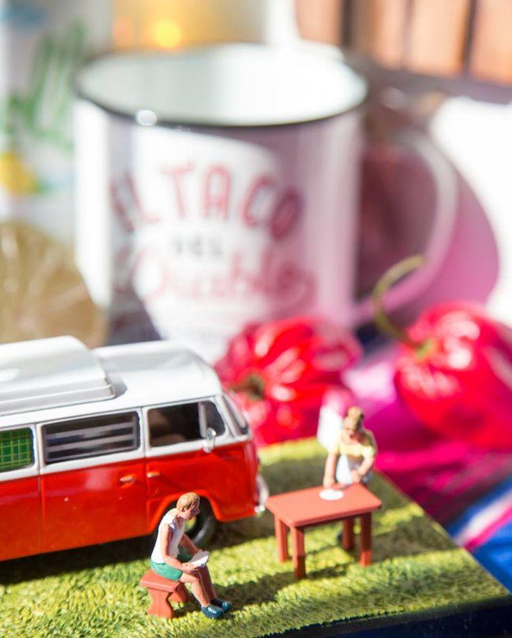Nuestras tazas de acero esmaltado RETROPOT con diseños de EL TACO DEL DIABLO www.retropot.es Tazas de metal, personalizadas y colección propia. Tazas de acero esmaltado RETROPOT retro y vintage