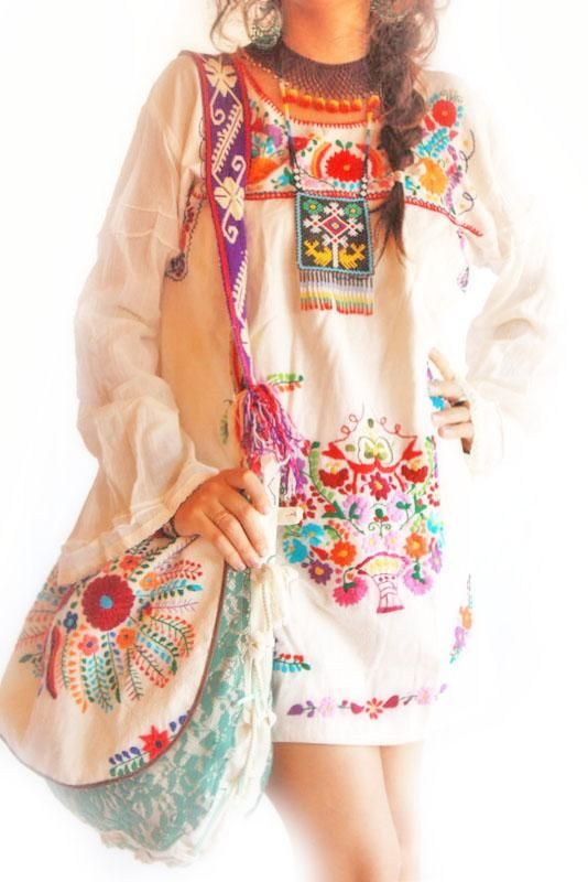 Embroidered Mexican dress // Aida Coronado