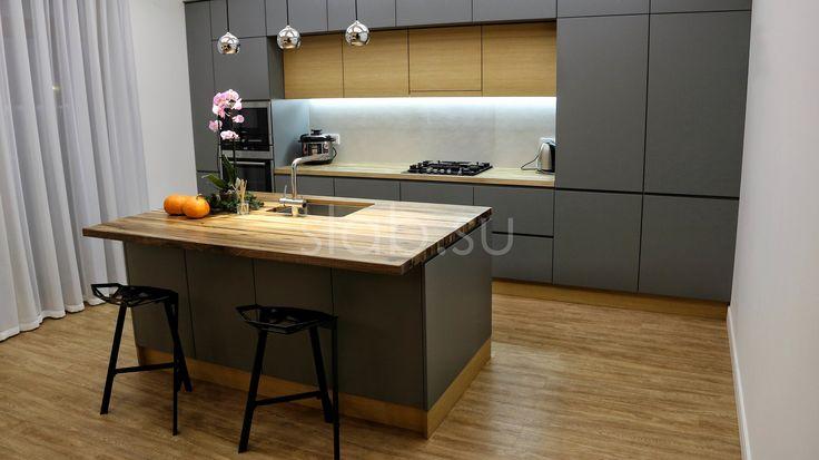 Кухонная столешница Lamela Столешница длякухонного острова измассива дикого ореха— эффектное, стильное решение, которое украсит любую кухню. Подробнее здесь: http://amp.gs/zBT4 #кухонныйостров #стол #столешница #кухня #гостиная #дизайнинтерьера #мебель #мебельназаказ #slab #издерева #мебельиздерева #interior #eco