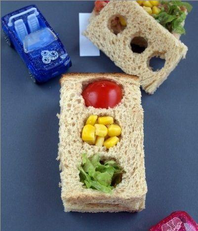 Süper sağlıklı çocuklara süper sağlıklı öğünler. Trafik Haftası'na özel trafik ışıklı sandviç ve trafik ışıklı atıştırmalık yapıyoruz. Protein bakımından zengin bu gıdalar miniğinize enerji verecek…