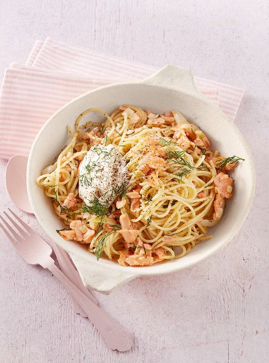 15 - Minuten - Lachs - Spaghetti, ein sehr schönes Rezept aus der Kategorie Fisch. Bewertungen: 45. Durchschnitt: Ø 4,3.